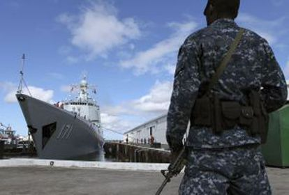 El destructor de misiles chino Haikou llega a Honolulu, Hawai.