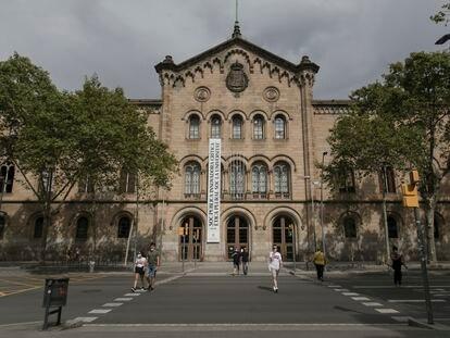Fachada principal del edificio histórico de la Universidad de Barcelona, una de las obras más destacadas de Elies Rogent.