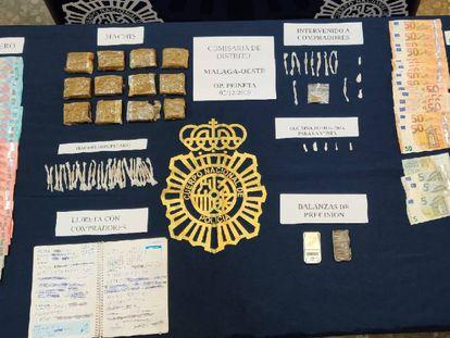 Material requisado por la Policía Nacional en Málaga por la venta de porros.