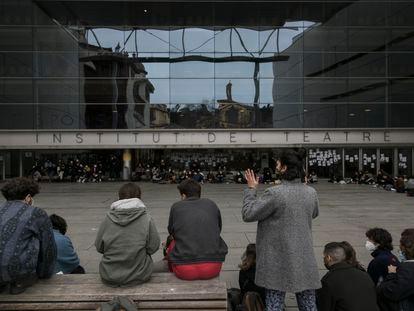Asamblea de los estudiantes del Institut del Teatre de Barcelona sobre los presuntos abusos sexuales.