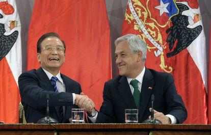 Wen y Piñera, el martes en Santiago.