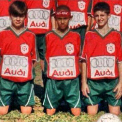 Neymar, en el centro de la imagen, junto a Baptistao, derecha.