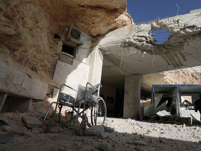 Daños en el hospital bombardeado en la ciudad de Atarib, este domingo.