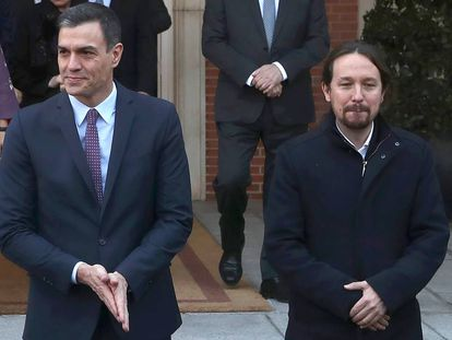 Pedro Sánchez y Pablo Iglesias, el pasado martes antes de comenzar el primer Consejo de Ministros.