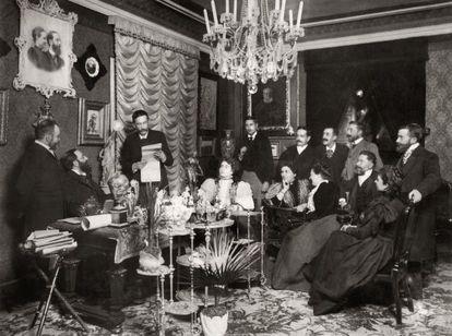 Lectura de Benito Pérez Galdós en el salón del doctor Tolosa Latour en 1897.