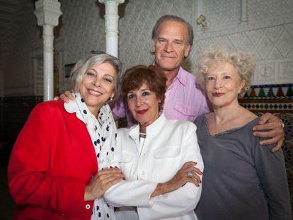 De izquierda a derecha, Kiti Mánver, Concha Velasco, Lluís Homar y Magüi Mira.