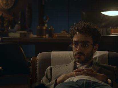 El actor Nacho Sánchez durante un fotograma de 'Doctor Portuondo'.
