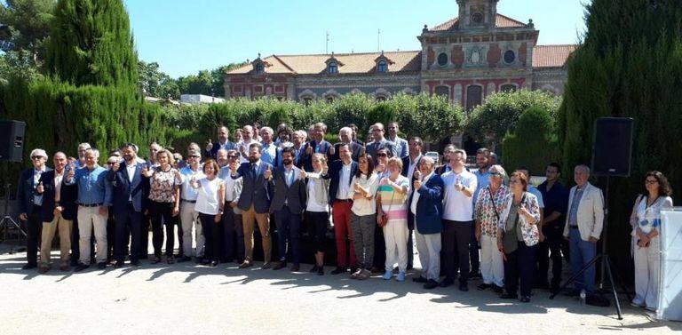 Gerard Figueras, en el centro, junto al resto de representantes del sector deportivo de Cataluña.