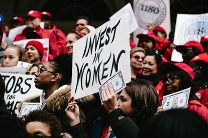 Marcha en Nueva York (Estados Unidos) en 2018 para pedir la igualdad salarial entre hombres y mujeres.