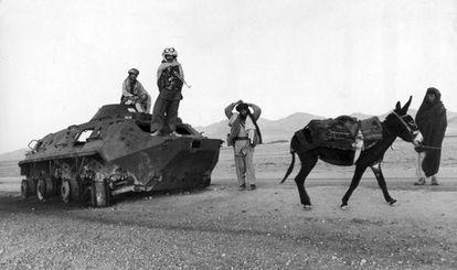 Muyahidines afganos ante un taque soviético en 1979.