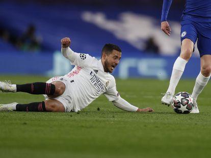 Hazard, tras perder un balón ante Jorginho.