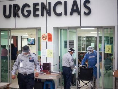 Sala de urgencias en el Hospital Gea González que ha sido designado como Hospital Covid por las autoridades de la Ciudad de México.  En México han fallecido 970 personas  y ha confirmado 1.043 nuevos casos, 10.544 en todo el país. 23 de abril del 2020, Ciudad de México, México.