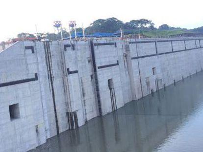 Imagen de las nuevas esclusas del Canal de Panamá tras el inicio del llenado.