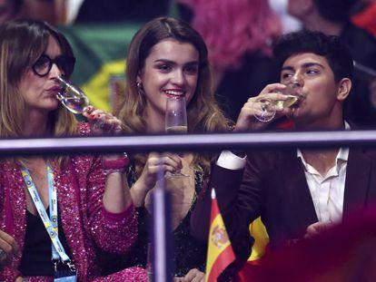 Noemí Galera, directora de la academia de 'Operación triunfo', Amaia y Alfred, durante la final de Eurovisión.