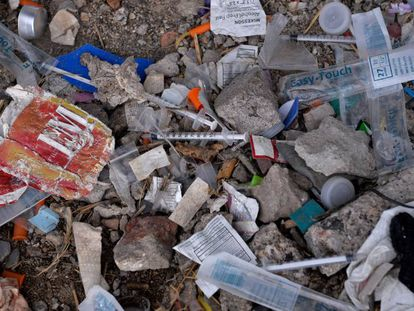 Jeringuillas usadas para el consumo de opiáceos en un parque en Filadelfia