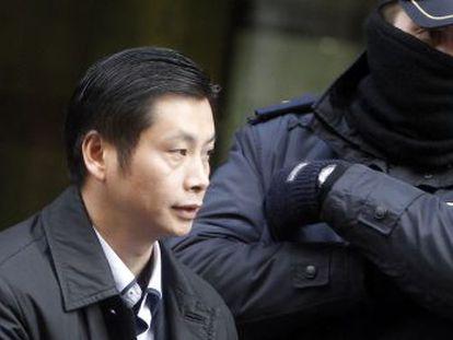 El empresario chino Gao Ping, cabecilla del caso Emperador de blanqueo de capitales, sale de la Audiencia Nacional.