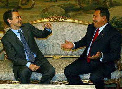 Chávez y Zapatero, en 2004.