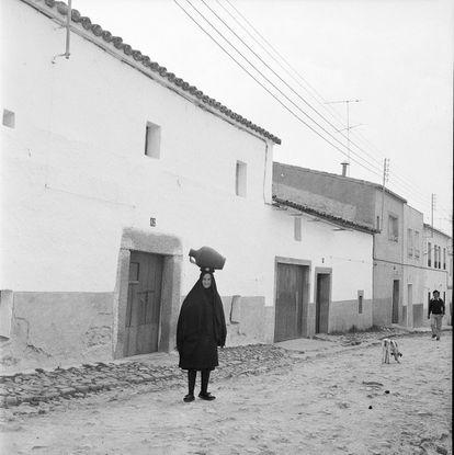Fotografía tomada en la localidad de Arroyo de la Luz (Cáceres), en 1974.