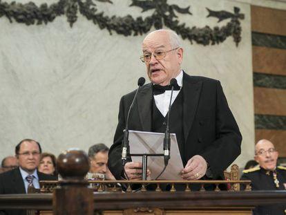 Federico Corriente lee su discurso de ingreso en la RAE en 2018.