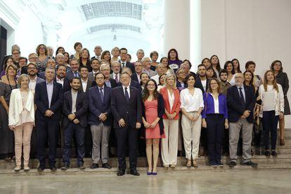 Foto de familia de los firmantes del Pacto Valenciano contra la Violencia de Género y Machista