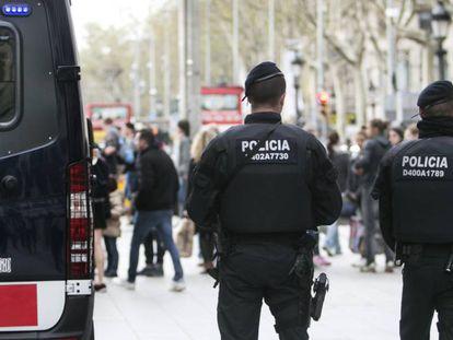 Una pareja de Mossos d'Esquadra en Barcelona.