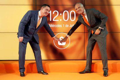 El presidente de Euskaltel, Alberto García Erauzkin (izquierda), y el director general, Fernando Ojeda.