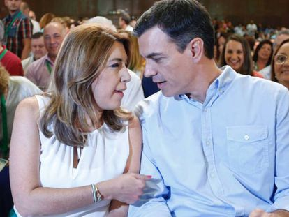 Susana Díaz conversa este domingo con Pedro Sánchez en la clausura del congreso andaluz.