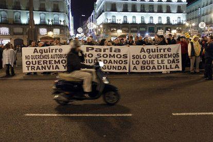 Protesta ante la sede de la Comunidad de Madrid el pasado miércoles por el cese del servicio del tranvía de Parla.