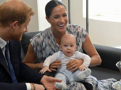 Enrique de Inglaterra, Meghan Markle y su hijo Archie, durante su visita a Sudáfrica en septiembre de 2019.