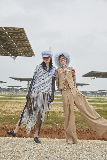 Prendas elaboradas con labores tradicionales de cintas y pantalones extraanchos dan carácter a la nueva colección de Palomo Spain.