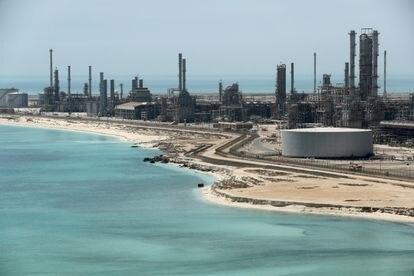 Vista de la refinería saudí de Ras Tanura, a mediados de 2018.