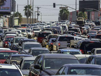"""Imagen de una calle de Tijuana (Baja Califonia) donde se estima que hay más de 500.000 autos """"chocolate"""", según estimaciones del Gobierno de México."""