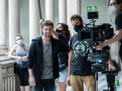 Carlos Cuevas, durante el rodaje de la segunda temporada de 'Merlí: Sapere Aude'.