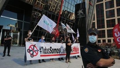Concentración contra el ERE de CaixaBank en Plaza de Castilla de Madrid, el pasado 20 de mayo.