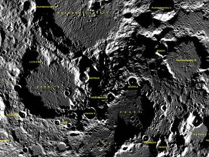 Cráteres en la Luna, con el dedicado a Lenard en la parte izquierda.