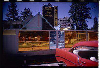 Fotografía en color de Garry Winogrand de 1964.