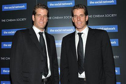Los Cameron y Tyler Winklevoos, en el estreno de la película <i>La red social</i>, en abril del año pasado.