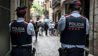 Dos 'mossos d'esquadra', en una imagen de archivo.