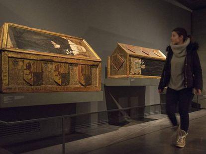 Dos de las cajas mortuorias de Sijena que se exhiben en el Museo de Lleida y que Aragón reclama.