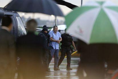 Vicente Carrillo escoltado por policías mexicanos.