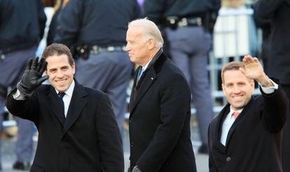 El entonces vicepresidente Joe Biden con sus hijos Hunter y, a la derecha, el fallecido Beau en Washington en 2009.