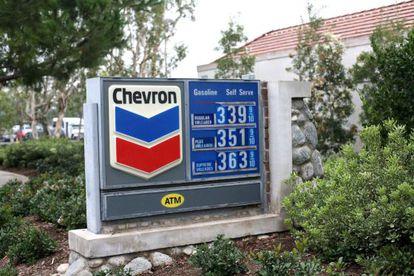 En la imagen, una estación de servicio de la compañía Chevron. EFE/Archivo