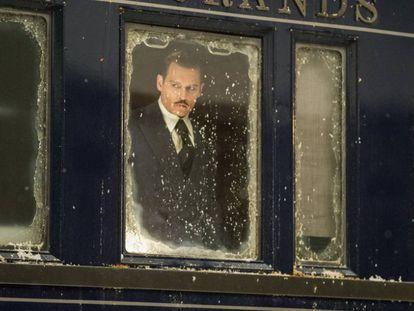 Johnny Depp, en un fotograma de 'Asesinato en el Orient Express'.