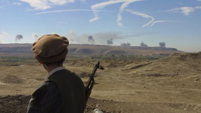 Bombardeos contra las posiciones talibanes en la antigua ciudad griega de Ai Janum, fundada por Alejandro Magno, en 2001.