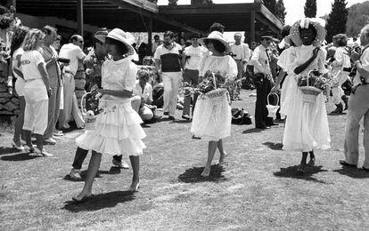 Uno de los primeros desfiles de Adlib Ibiza en los años setenta en la isla.