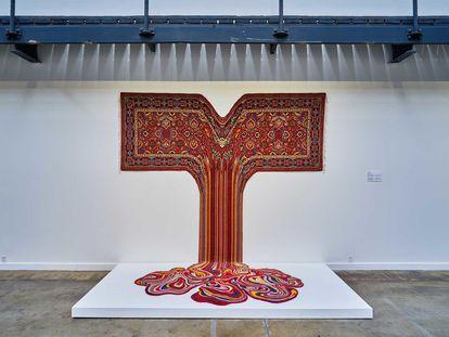 Las alfombras surrealistas de Faig Ahmed emplean las técnicas tradicionales de tejido para los tapices persas.