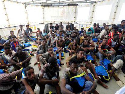 Los migrantes fueron rescatados el viernes en dos operaciones en aguas internacionales coordinadas por Libia, que les deriva a la UE