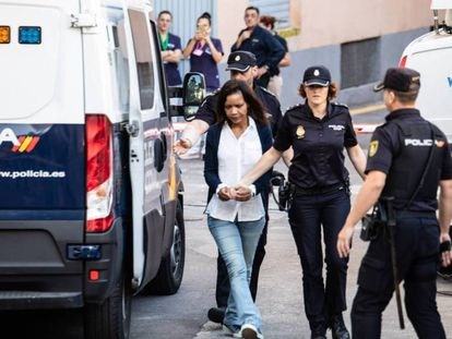 Ana Julia Quezada, a su llegada este miércoles a la Audiencia Provincial de Almería. En vídeo, declaraciones de los abogados este miércoles.