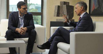 El secretario general del PSOE, Pedro Sánchez, durante un encuentro con el lehendakari Íñigo Urkullu, este julio