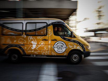 """La """"Bitcoineta"""", vehículo que atravesará el continente desde Argentina, con el objetivo de difundir por los lugares más inhóspitos de Latinoamérica los conocimientos sobre el bitcoin."""